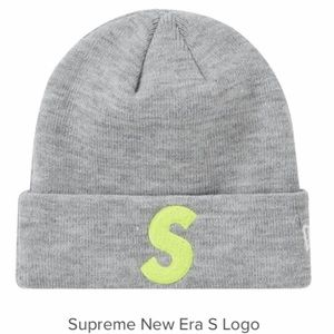 Supreme beanie Brand new in bag with receipt